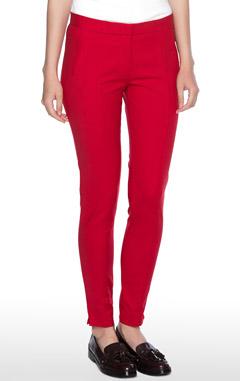 с чем носить красные брюки, модные брюки, модные тенденции 2016